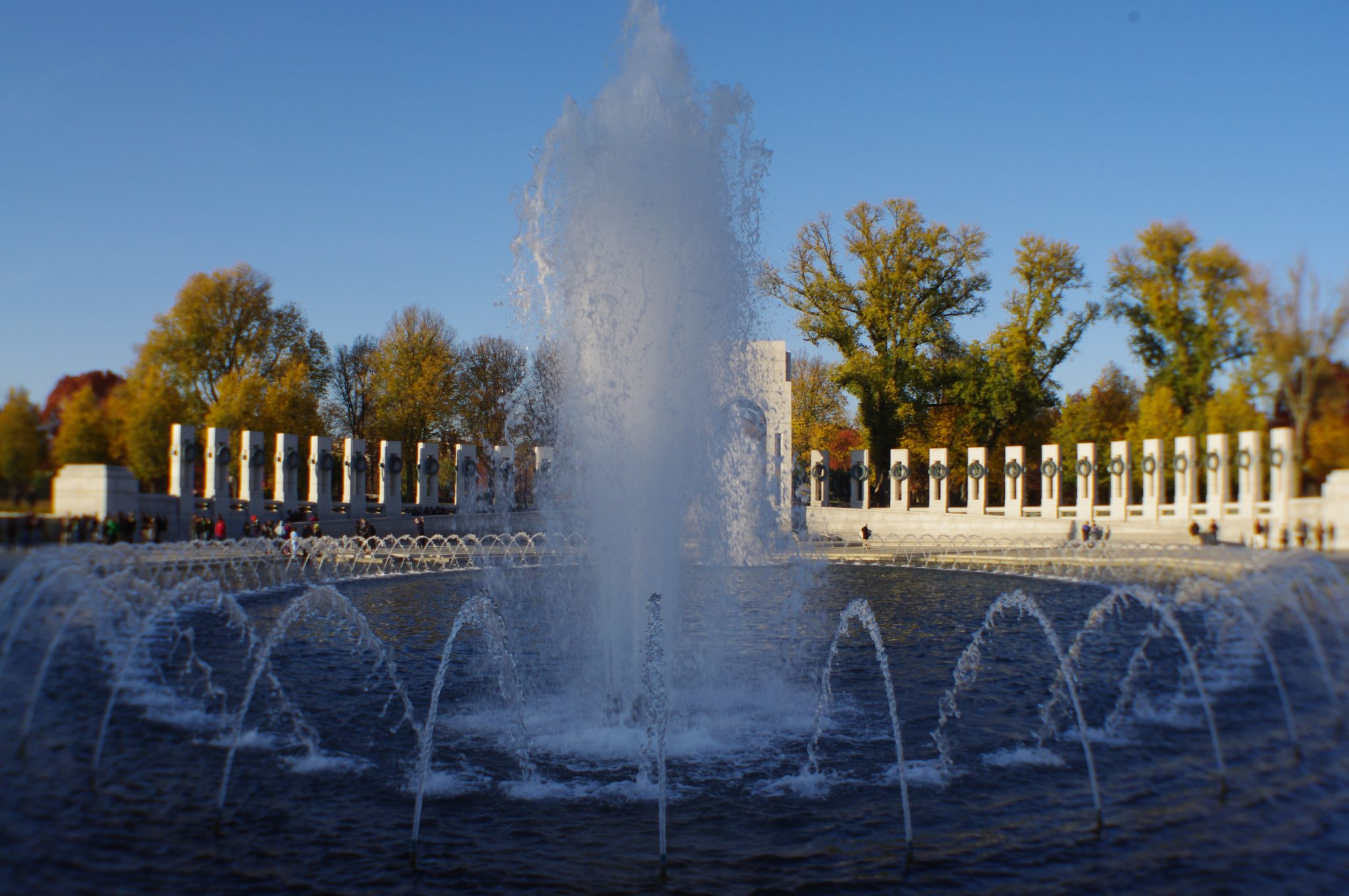 WW2 MEMORIAL FOUNTAIN IN WASHINGTON, DC DEDICATED IN 2004